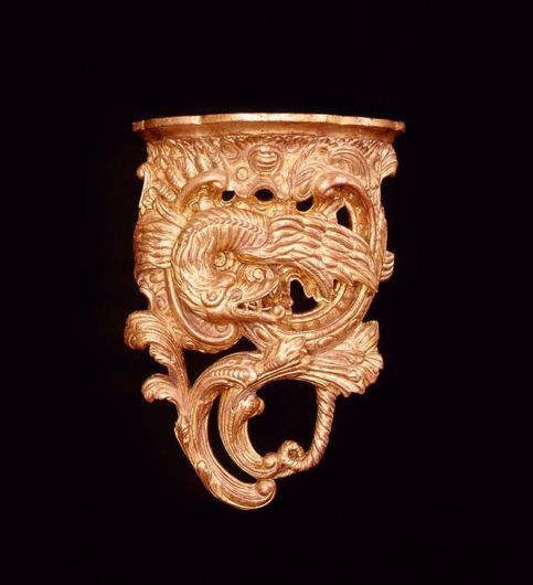 Picture of CHINESE CHIPPENDALE STYLE WOOD CARVED AND GILDED WALL BRACKET